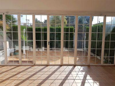 Puertas de cristal con acceso al patio